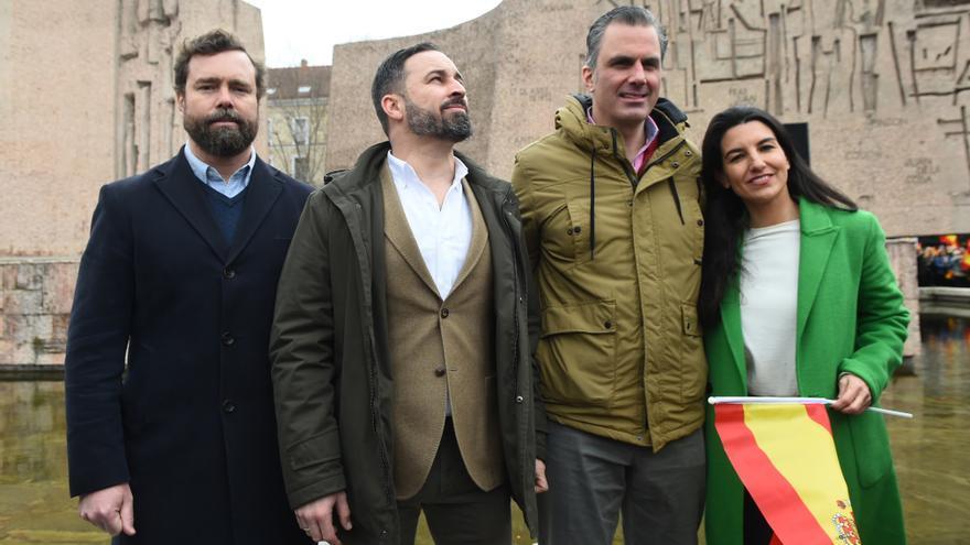 DEBATE sobre estatura de famosos y famosas - Página 3 VOX-Santiago-Ayuntamiento-Madrid-Monasterio_EDIIMA20190418_0495_20
