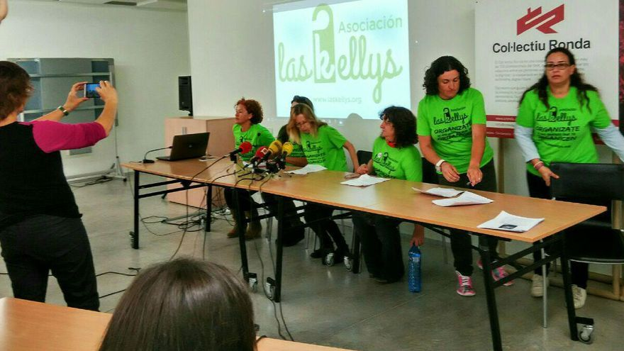Las camareras de piso en el momento que se inicia la rueda de prensa en Barcelona