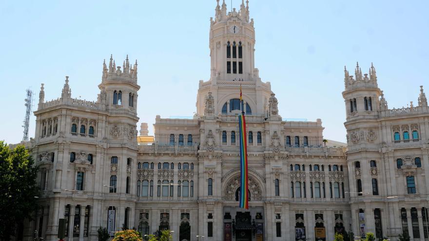 Ayuntamiento de Madrid bandera arco iris