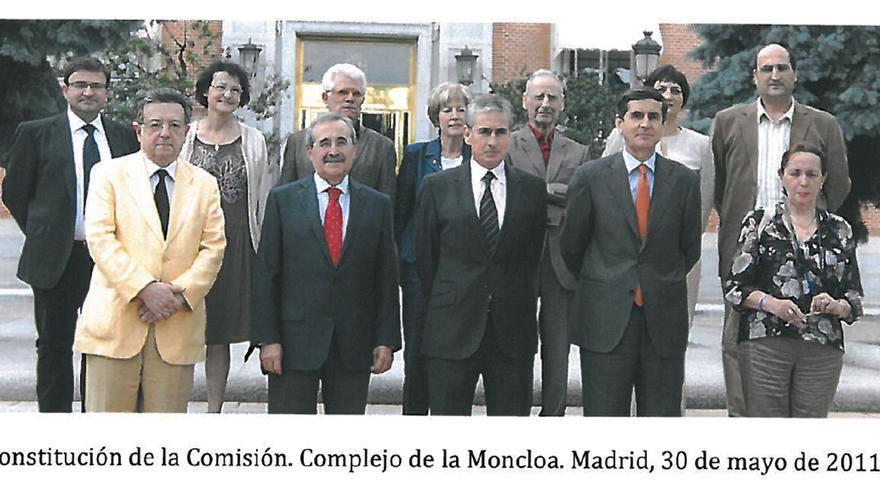 La Comisión de Expertos para el Futuro del Valle de los Caídos, reunida en 2011.   INFORME