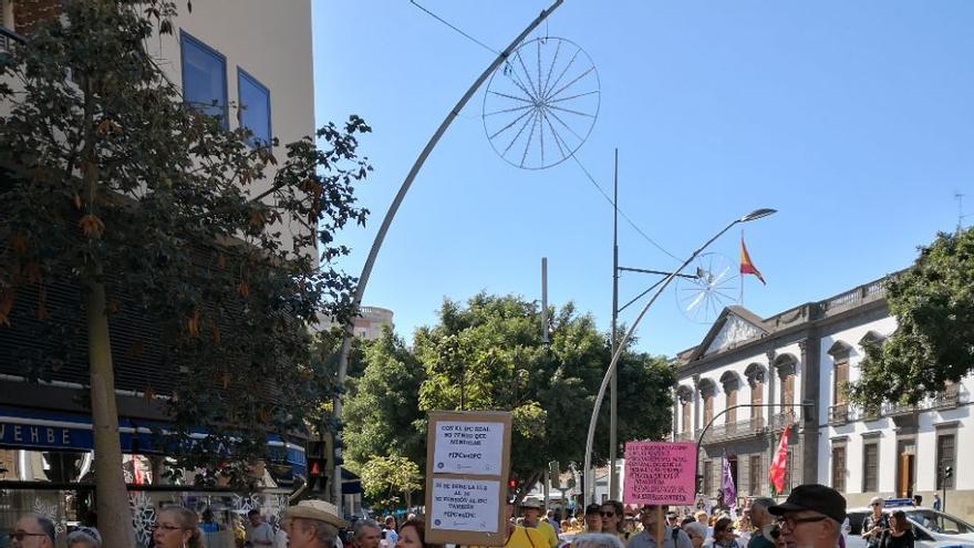 Entre 500 y mil personas asistieron a la manifestación tinerfeña que partió de la plaza Weyler