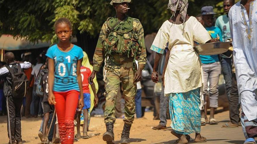 El expresidente Jammeh anuncia en la televisión gambiana que abandona el poder