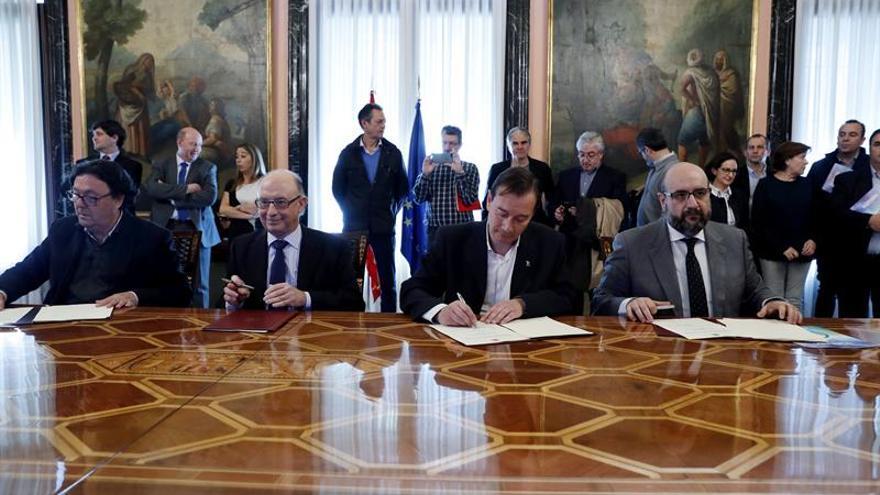 Montoro dice que el acuerdo con los sindicatos dignifica la función pública