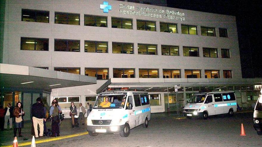 Trece pacientes de Bellvitge se atrincheran en sus camas, pendientes de cierre