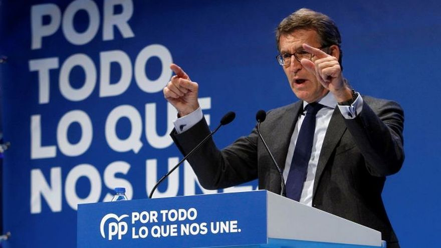 """Feijóo ve necesario que el PP y el PSOE hablen y parar el acuerdo """"letal"""" con Podemos"""