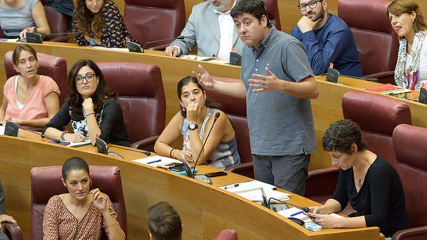 El diputado autonómico de Compromís, Josep Nadal, en Les Corts Valencianes