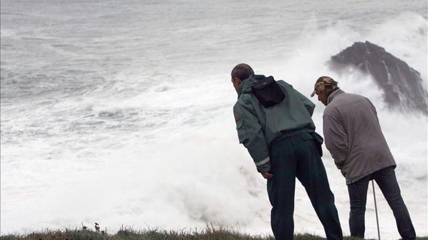Sasemar retoma la búsqueda del padre y la hija que una ola arrastró en Meirás