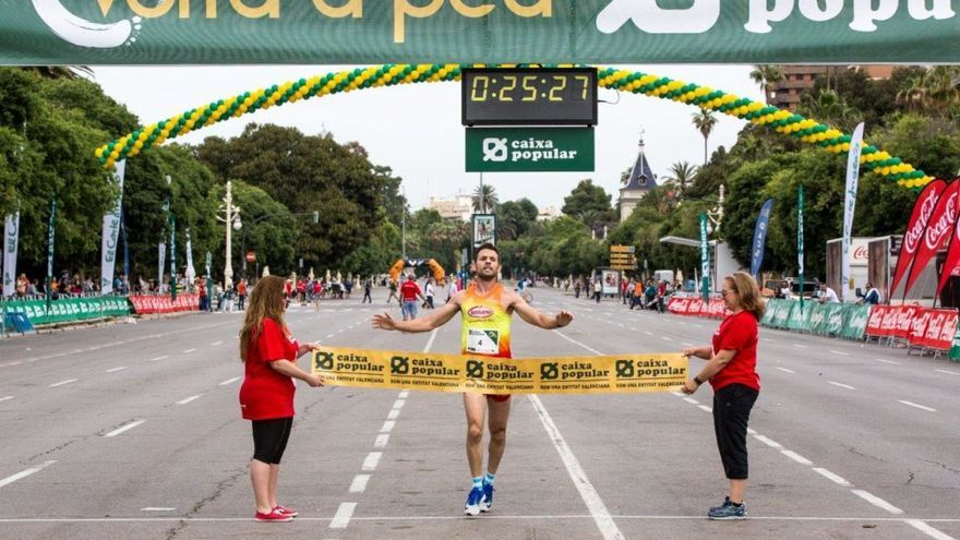 Agustín Sieres a su llegada a meta