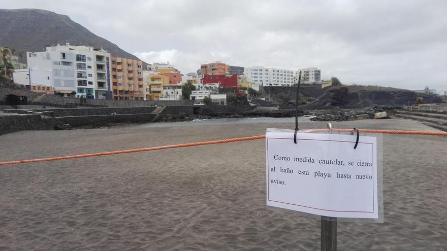 Precinto de la zona de baño en El Castillo, en una imagen servida por Europa Press