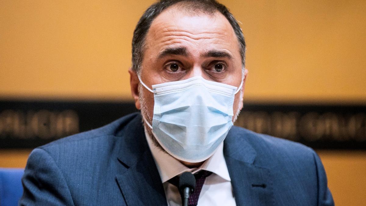 El conselleiro de Sanidad, Julio García Comesaña, en una rueda de prensa.