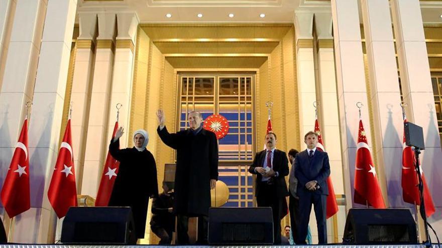 """La CE pide a Turquía """"investigaciones transparentes"""" tras el resultado del referéndum"""