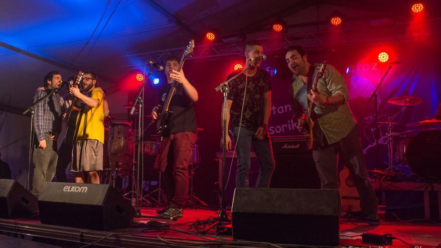 Los integrantes de Tipitako, durante una actuación / Foto: SergioBárcenaPhoto.