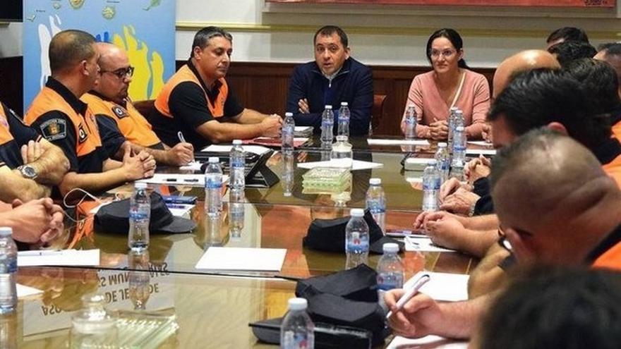Encuentro entre representantes de Aprocica con el alcalde de Santa Cruz de Tenerife