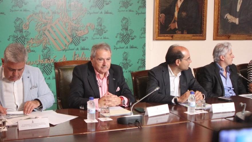 Marcos Benavent (segundo por la derecha) en un acto de la Diputación de Valencia junto a Alfonso Rus