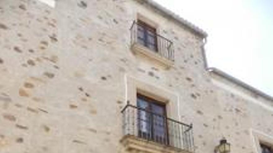 Fachada actual del Museo Municipal cacereño, ubicado en la Plaza de Publio Hurtado.