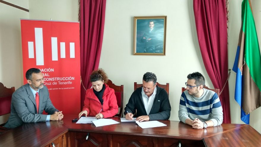 Acto de firma del convenio entre el Ayuntamiento de Puntagorda y la Fundación Laboral de la Construcción.