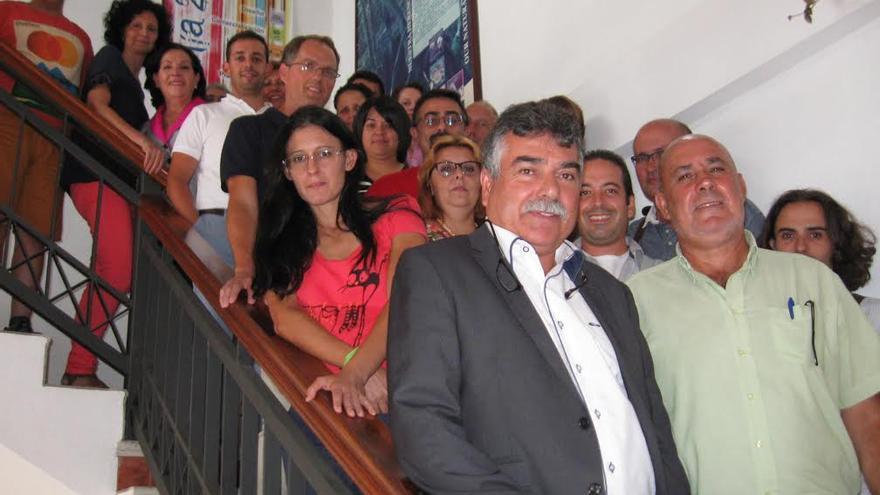 En la imagen, los participantes en la programa formativo, con Miguel Martín, vicepresidente de Ader, y Julio Felipe, concejal del Ayuntamiento de Santa Cruz de La Palma, en primer plano.