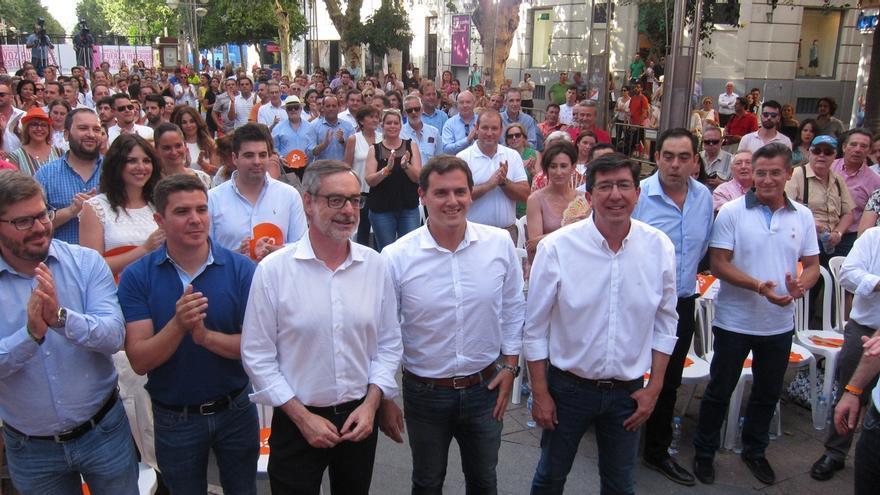 """Rivera defiende la política """"útil"""" de Cs con medidas logradas en seis meses frente a """"la moción espectáculo"""" de Podemos"""