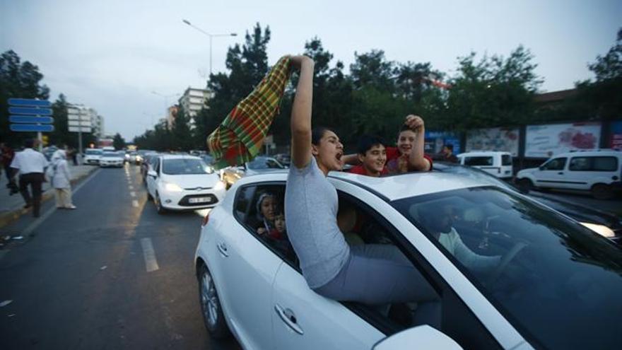 Celebración por los resultados electorales en Turquía./ Europa Press (Reuters)