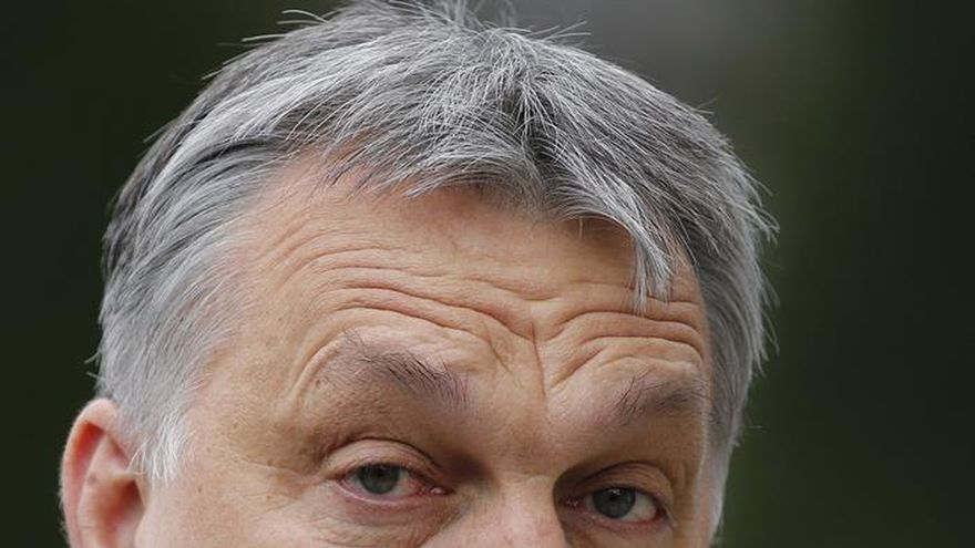 Orbán dice que los socios europeos no criticaron la ley para detener a los refugiados