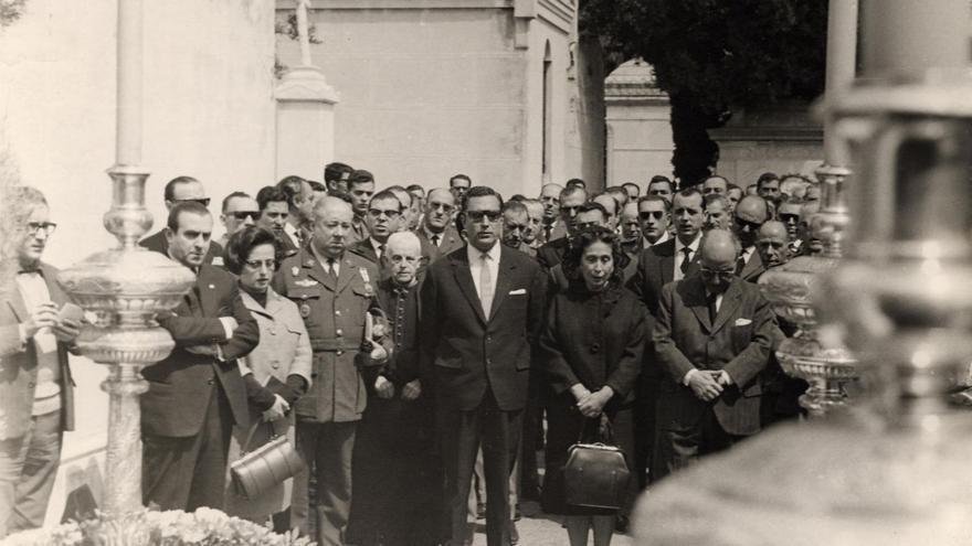 Inauguración del Mausoleo de Joaquín García Morato en el Cementerio de San Miguel, en 1964 | Archivo municipal del ayuntamiento de Málaga