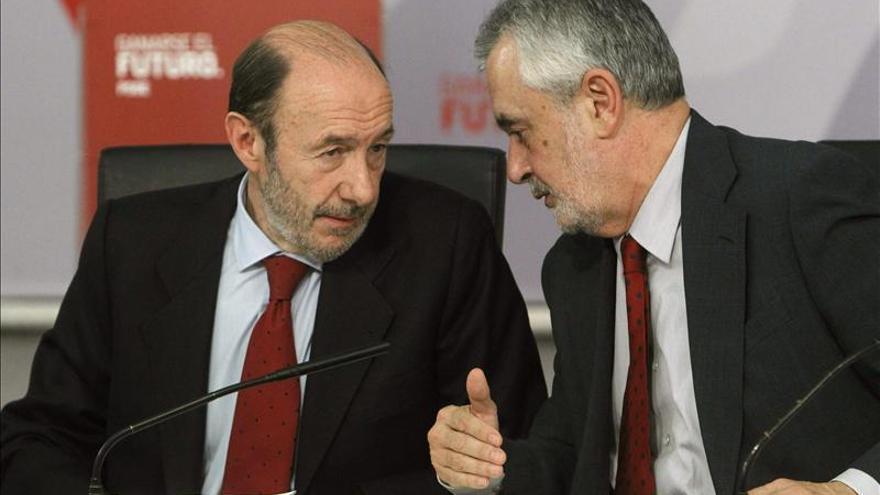 Rubalcaba defiende la constitucionalidad del decreto antidesahucios andaluz