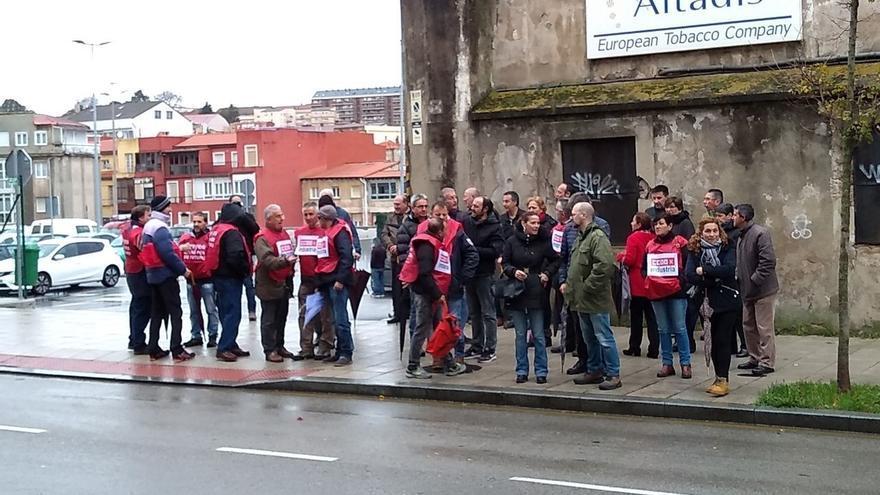 """La plantilla de Fundinorte se concentra frente al Parlamento para denunciar el """"olvido y maltrato"""" del Gobierno"""
