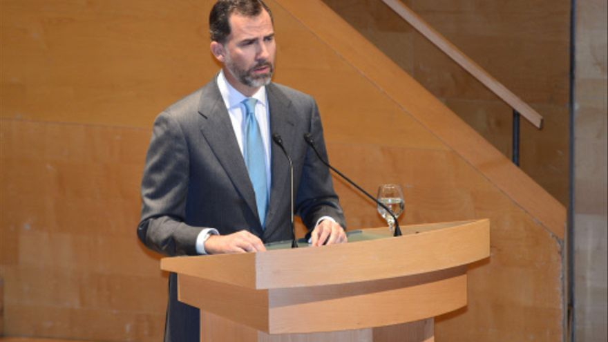 El príncipe de Asturias, Felipe de Borbón, durante la entrega de despachos a los nuevos jueces, en Barcelona el 4 de abril de 2013. / UMP / Gtresonline