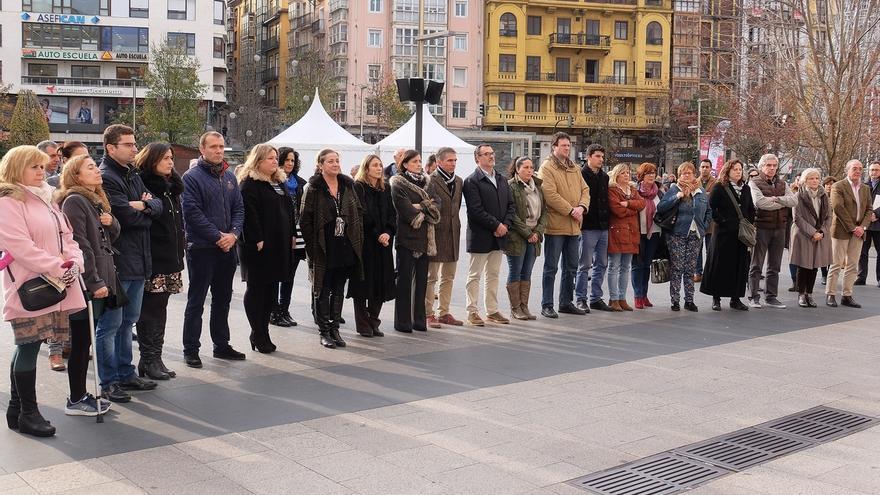 Santander guarda un minuto de silencio en recuerdo de las tres mujeres asesinadas este fin de semana