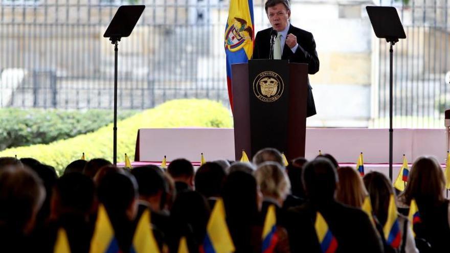 La mitad de los colombianos tiene una imagen positiva del presidente Santos
