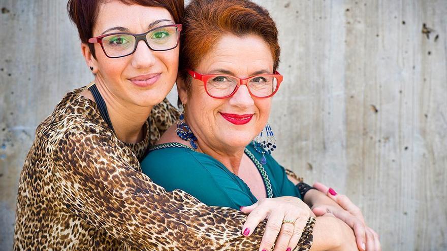 Nuria Vega y Caridad Caballero, fundadoras de Pulseras Blancas.