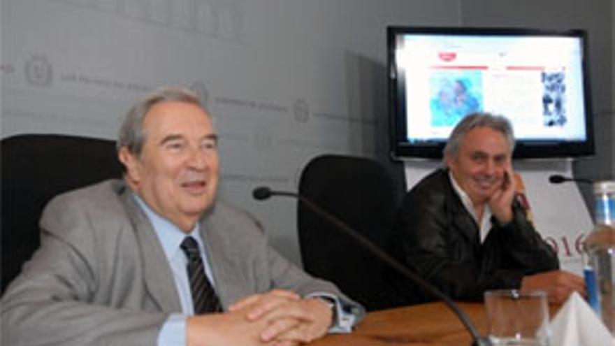 Jerónimo Saavedra y el fotógrafo Ángel Luis Aldai.(ACFI PRESS)