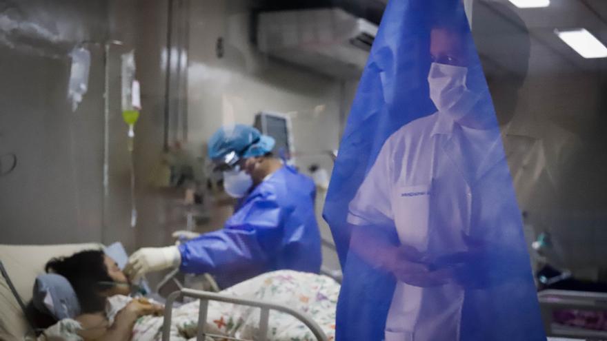 """Paraguay está """"en el horno"""" por número de contagios y muertes por covid-19"""