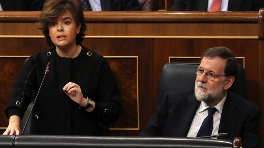 Santamaría reprocha al PSOE que pregunte por corrupción del PP como Iglesias