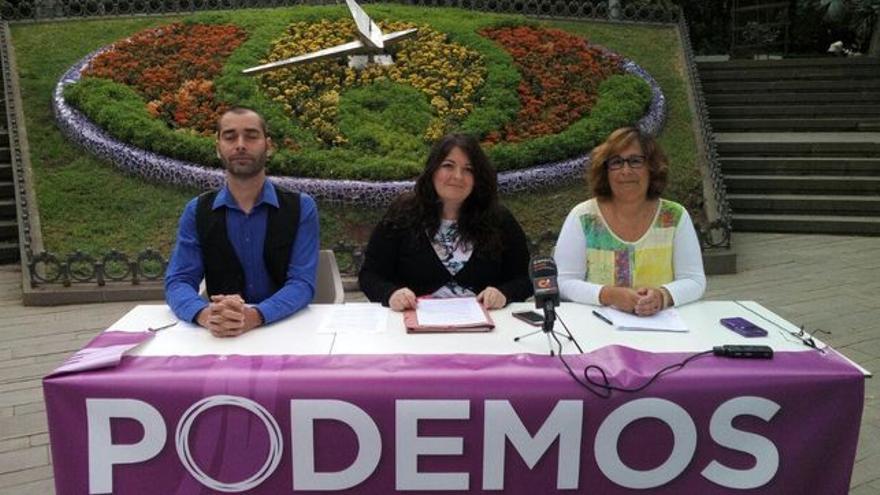 María Coll Álvarez (centro), la ya dimitida secretaria insular de Podemos en Tenerife