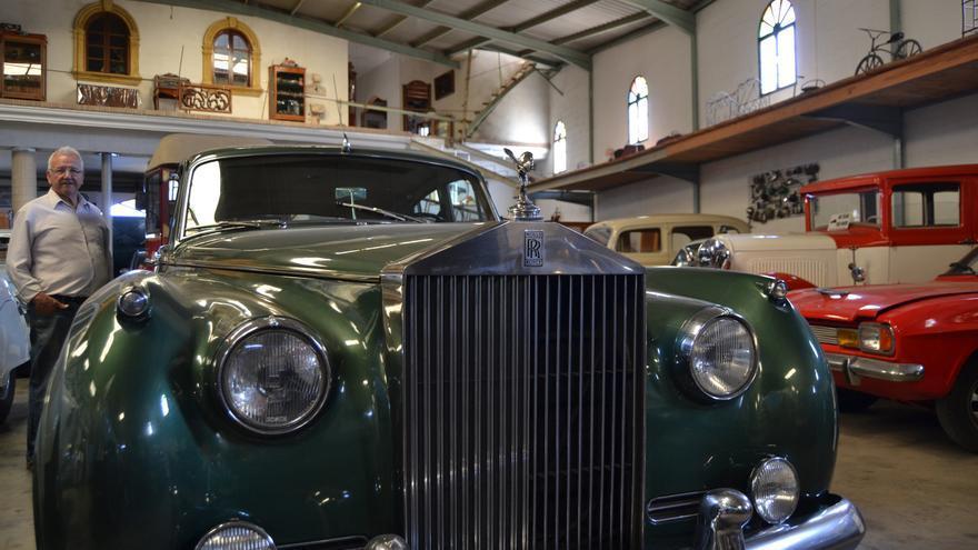 Pepe Moreno, con un Rolls Royce de su colección |N.C.