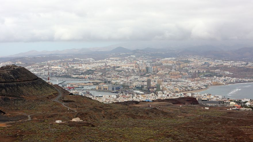 Vista de Las Palmas de Gran Canaria desde la zona militar de La Isleta
