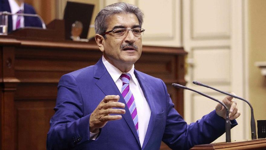El presidente y portavoz parlamentario del grupo Nueva Canarias, Román Rodríguez./Cristóbal García (EFE)