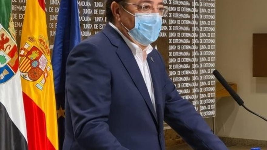 El presidente de la Junta de Extremadura, Guillermo Fernández Vara, en rueda de prensa en Mérida