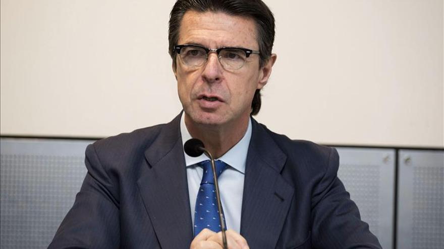 Soria dice que Canarias debe suspender la consulta sobre las prospecciones