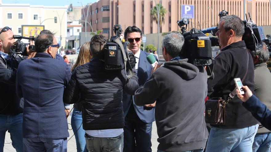 El exministro José Manuel Soria a su llegada a la Ciudad de la Justicia de Las Palmas de Gran Canaria.