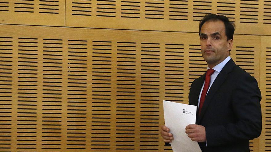 El rector, en la comparecencia en la que ha reconocido las irregularidades en el máster