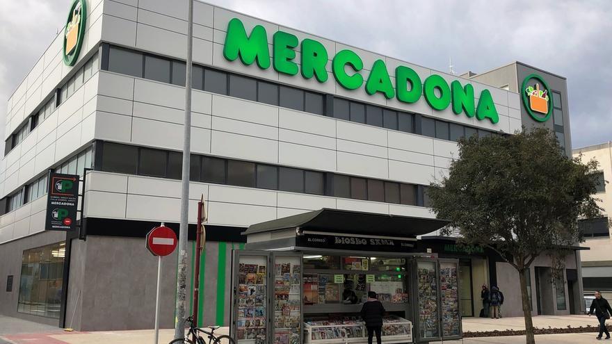 8369d9d4451 Mercadona ha inaugurado este martes un nuevo supermercado eficienteen Leioa  (Bizkaia) tras una inversión de cuatro millones. La nueva tienda supone la  ...