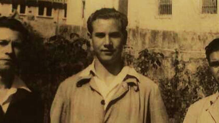 Camilo de Dios, en el centro, durante su internamiento en la cárcel de El Dueso, Cantabria