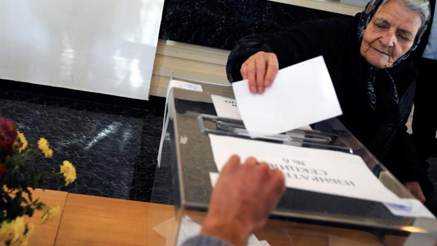 Abren los colegios electorales para las elecciones presidenciales búlgaras