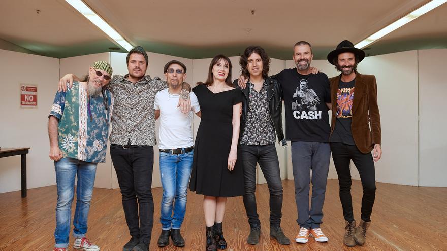 El Drogas, Dani Martín, Fito Cabrales, Luz Casal, Pau Donés y Leiva fueron los invitados de Rulo en el concierto del domingo. | EL REY LAGARTÓN