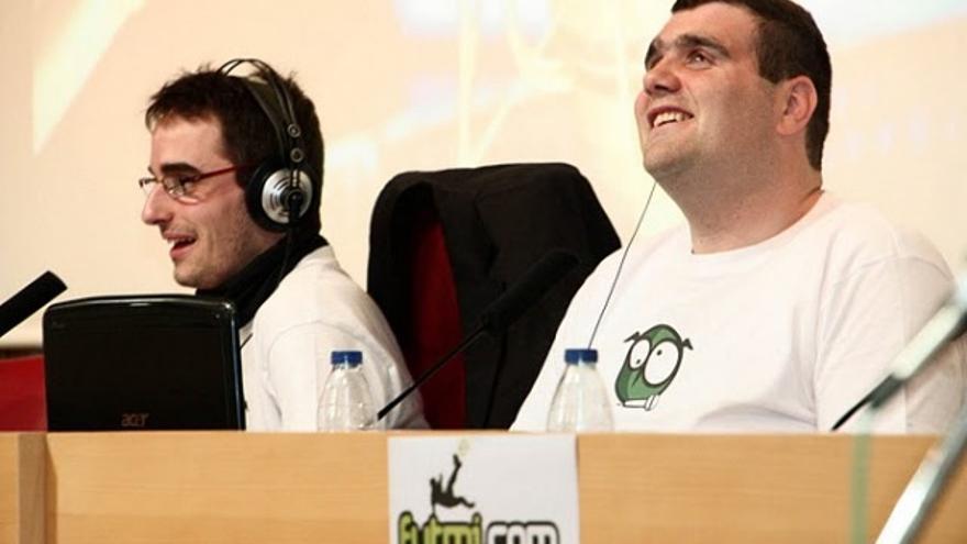 Fernando Carruesco (a la izquierda) y Sergio Brau (derecha) durante el reto de Inforadio de 2011./ WRC