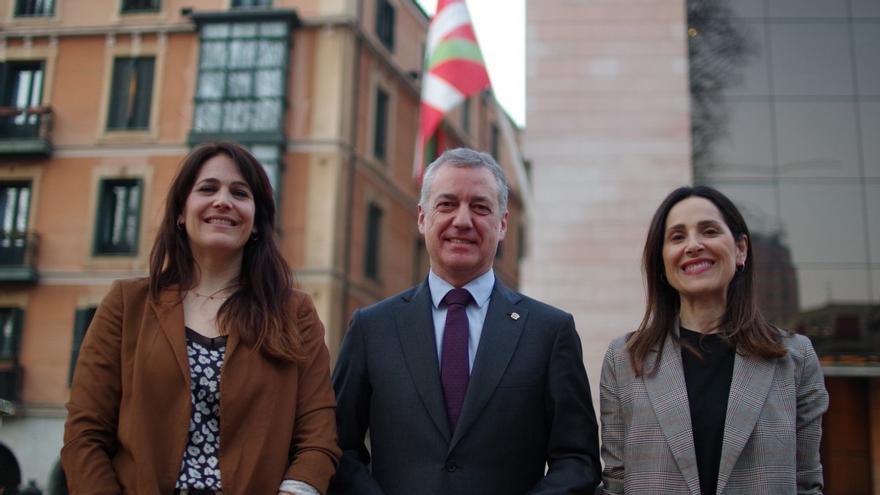 Leixuri Arrizabalaga y Bakartxo Tejeria, con el lehendakari y candidato a la reelección por el PNV, Iñigo Urkullu