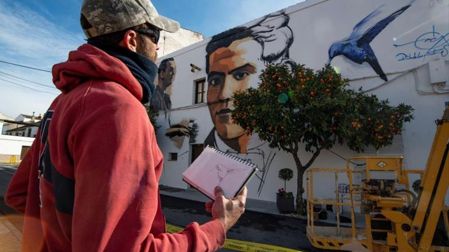 """Lorca en una mezcla de rap y grafitis, uno de """"el Niño de las Pinturas"""""""