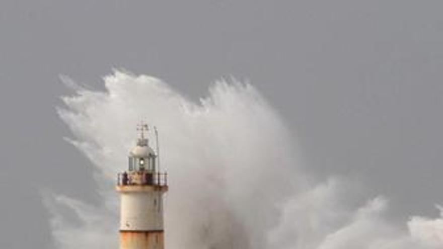Faro, rompiendo olas, temporal viento costa Gran Bretaña, maremoto, huracán
